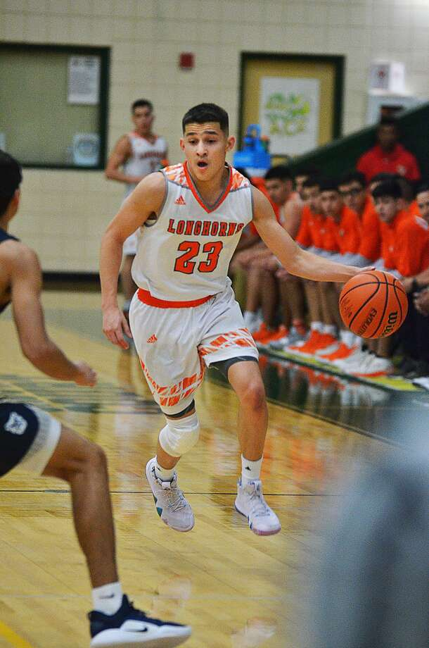 Andy Pompa made eight 3-pointers and scored a game-high 31 points Monday dribbles downcourt as the United Longhorns faced off against the Alexander Bulldogs Friday, November 30, 2018 at the Border Olympics Boys Basketball Tournament. Photo: Cuate Santos / Laredo Morning Times / Laredo Morning Times