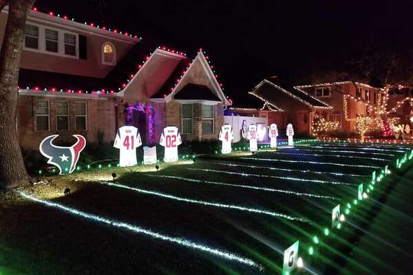 Christmas Bush Lights.Pearland Holiday Lights Display Honors Texans Houston