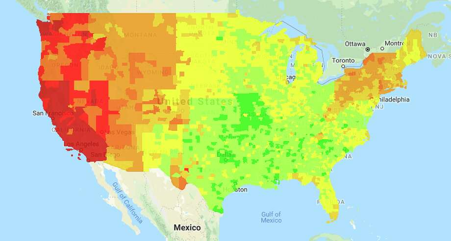 Gasoline prices plummet,  especially in the midwest, but remain high in California Photo: GasBuddy