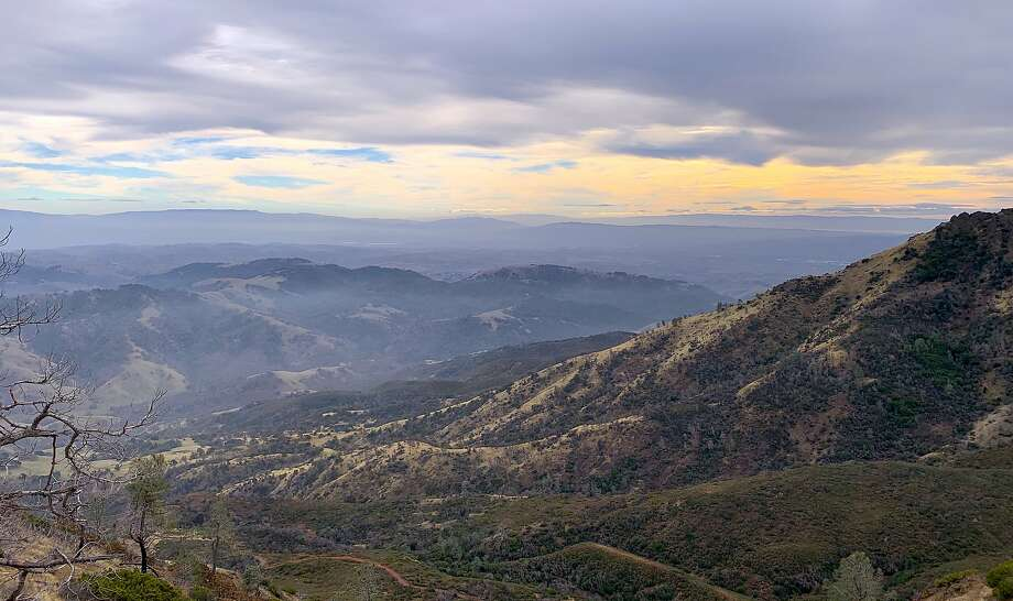 The inspiring view from the North Ridge Trail on Mount Diablo looking southwest. Photo: Tom Stienstra, Tom Stienstra / The Chronicle