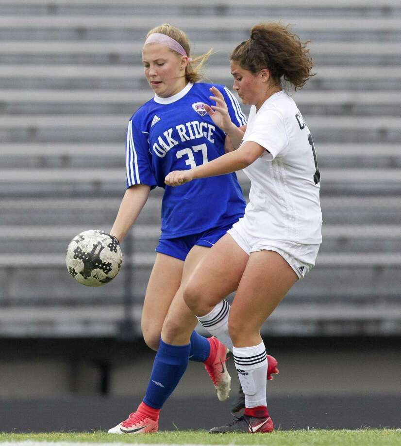 Oak Ridge midfielder Mikayla Garaux (37) returns as a top forward for the 2019 season. Photo: Jason Fochtman, Staff Photographer / Houston Chronicle / © 2018 Houston Chronicle