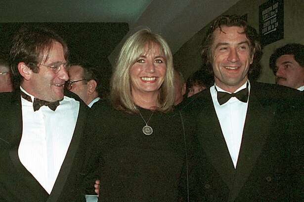 """FILE - In this Dec. 17, 1990 file photo, director Penny Marshall poses with co-stars of """"Awakenings"""" Robin Williams, left, and Robert De Niro at the premiere of the film in New York. Marshall died of complications from diabetes on Monday, Dec. 17, 2018, at her Hollywood Hills home. She was 75. (AP Photo/Chrystyna Czajkowsky, File)"""