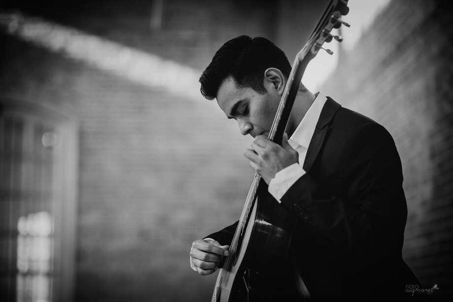 El neolaredense Rolando Pérez Álvarez ofrecerá un concierto de guitarra clásica el jueves 20 de diciembre desde las 6:30 p.m. Photo: Foto De Cortesía