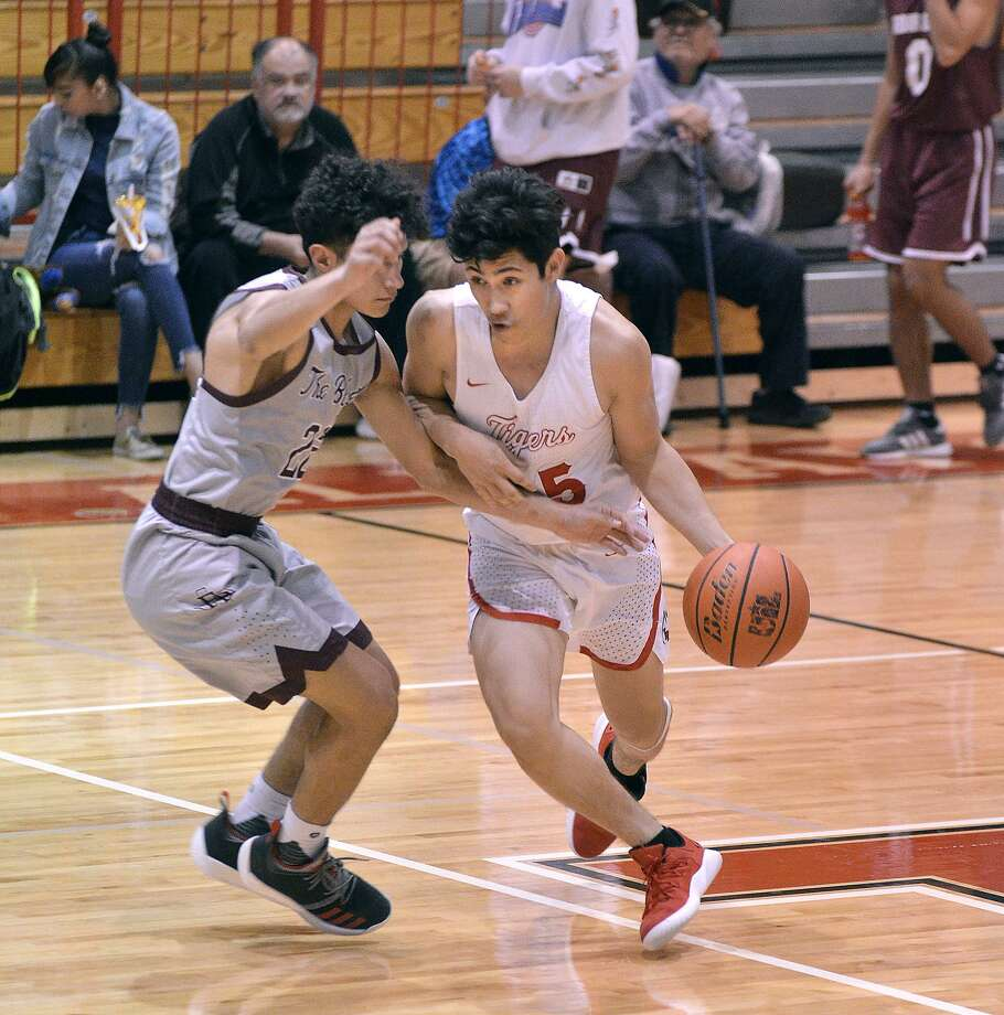 Nelson Vasquez scored 23 points in Martin's win Tuesday. Photo: Cuate Santos /Laredo Morning Times / Laredo Morning Times