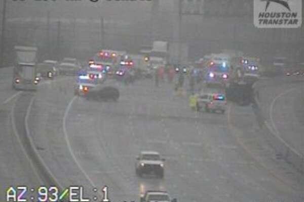 Wreck shuts down eastbound 290 near Jersey Village