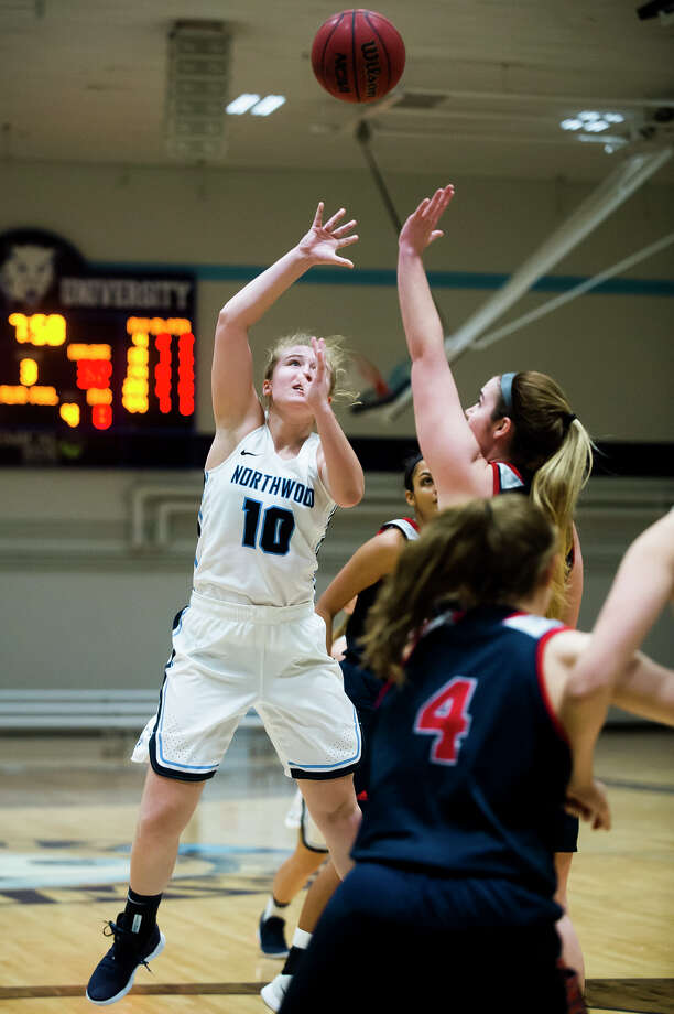 Northwood's Ellie Taylor takes a shot during a game against Malone on Wednesday, Dec. 19, 2018 at Northwood University. (Katy Kildee/kkildee@mdn.net) Photo: (Katy Kildee/kkildee@mdn.net)