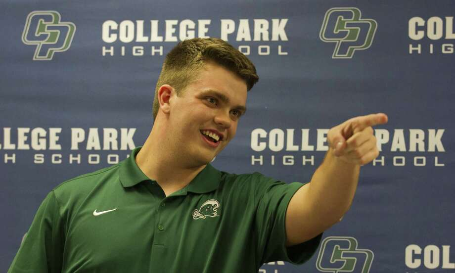 College Park offensive lineman Jackson Fort thanks friends, family, teachers and coaches after signing to play football for Tulane during a signing day ceremony at College Park West High School, Wednesday, Dec. 19, 2018, in The Woodlands. Photo: Jason Fochtman, Houston Chronicle / Staff Photographer / © 2018 Houston Chronicle