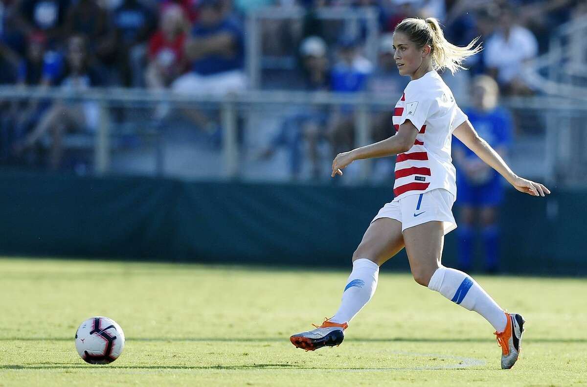 Center back Abby Dahlkemper makes a pass in the open field against Panama during a match in October.