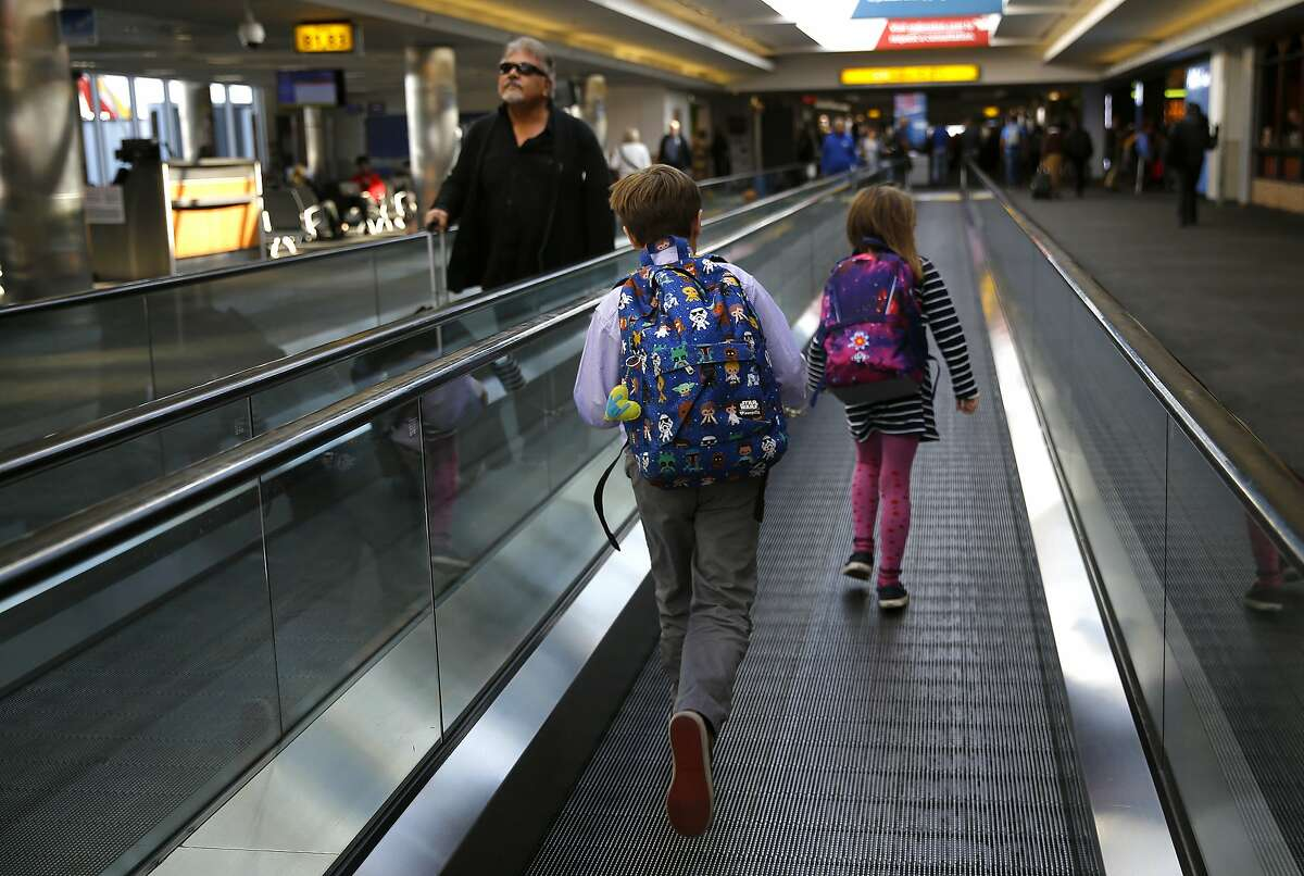 Thanksgiving More tips: travelers saved more than five percent when booking to weeks to a month in advance. Those who booked more than 90 days before Thanksgiving paid themost.