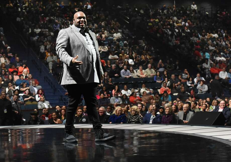 Pastor John Gray returns to Lakewood Church after Lamborghini lambasting