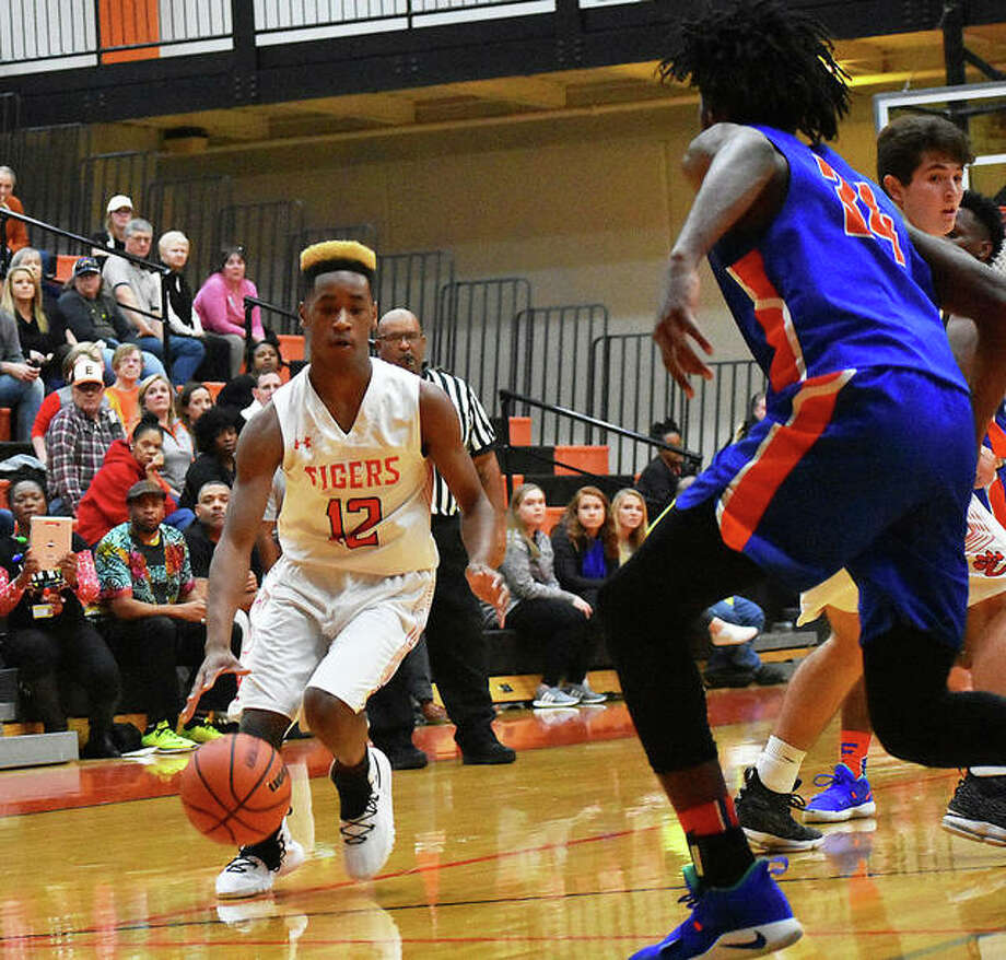 Edwardsville's Jalil Roundtree (left) looks to drive against East St. Louis' Terrance Hargrove Jr. in a Southwestern Conference boys basketball game Wednesday night at Lucco-Jackson Gym in Edwardsville. Photo: Matt Kamp / Hearst Illinois