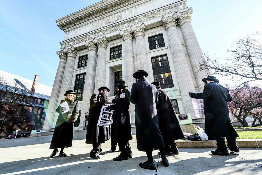A group of Satmar Orthodox Jews demonstrate their feelings about potential changes to the Education Law in front of the State Education Building Thursday Dec. 20, 2018 in Albany, N.Y.  (Skip Dickstein/Times Union) Photo: SKIP DICKSTEIN, Albany Times Union