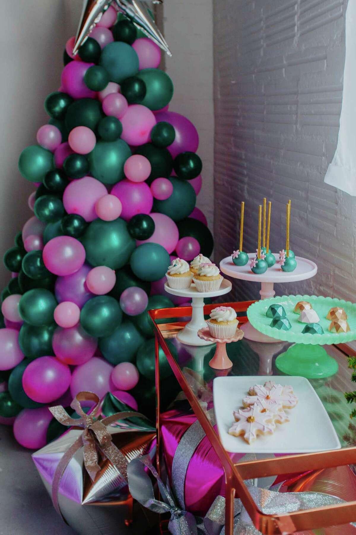 A balloon tree by Margaret Dodd of Festivities Tx