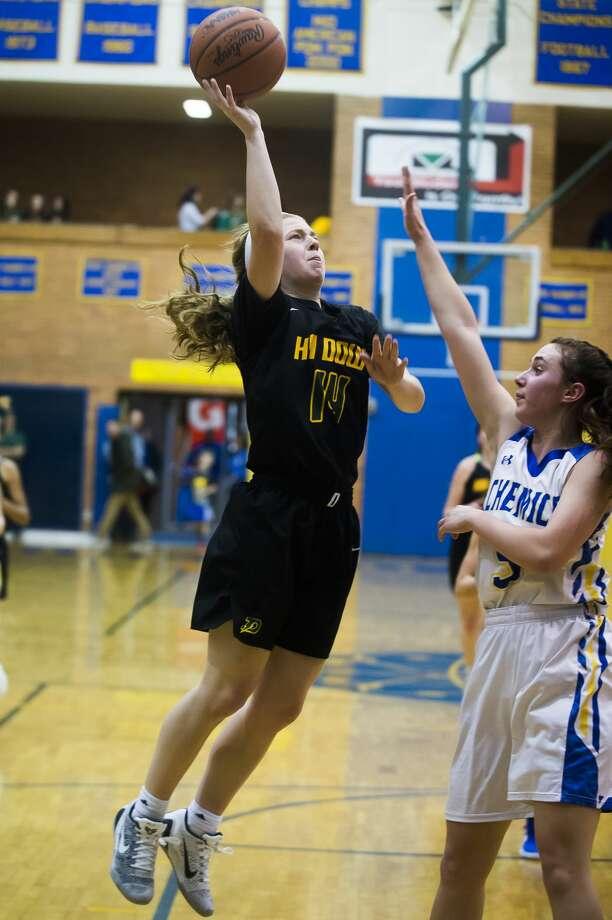 Dow senior Molly Davis takes a shot while Midland sophomore Olivia Carpenter guards her during a game on Thursday, Dec. 20, 2018at Midland High School. (Katy Kildee/kkildee@mdn.net) Photo: (Katy Kildee/kkildee@mdn.net)