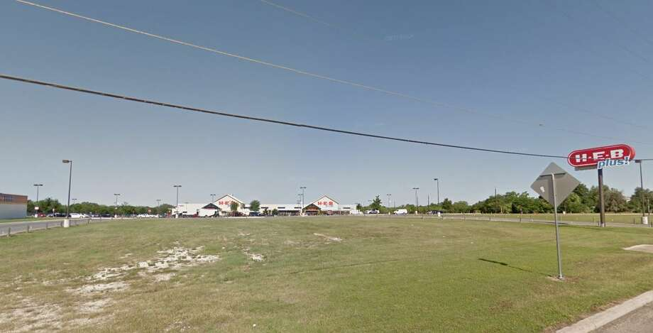 A San Antonian claimed a winning lottery ticket worth $1 million, purchased at an H-E-B in Lytle. Photo: Google Maps Screenshot