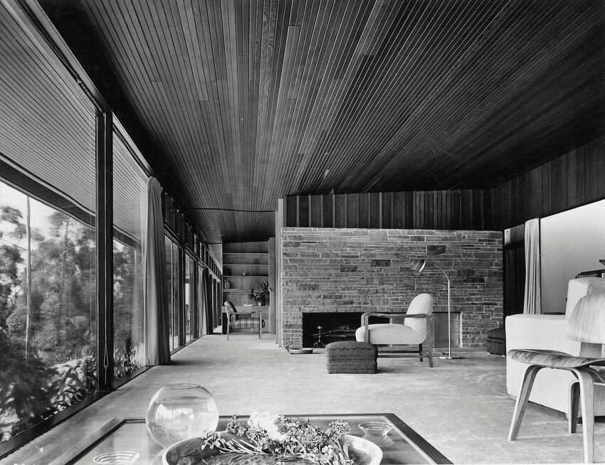 Richard Neutra designed the Atwell House in El Cerrito, which is seen shortly after construction in 1948.