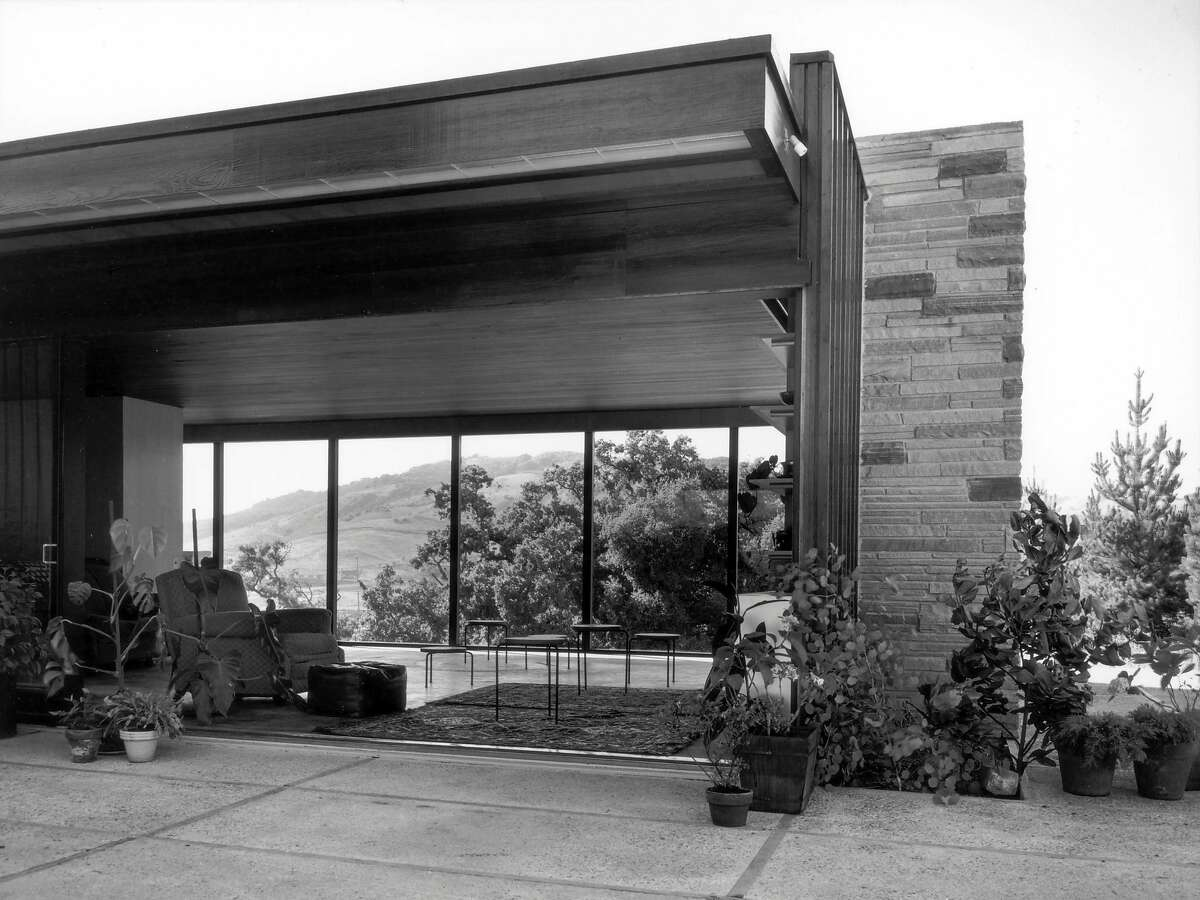 The Nelson House in Orinda, as it looked shortly after construction in 1951. The architect was Richard Neutra.