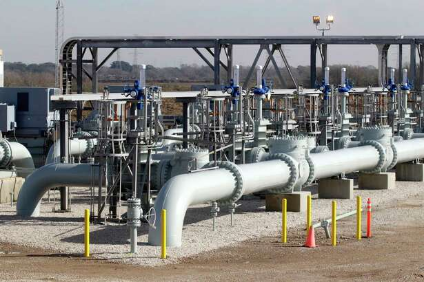 Oil pumps at the Enbridge and Energy Transfer Partners Jones Creek Facility. ( J. Patric Schneider / For the Chronicle )