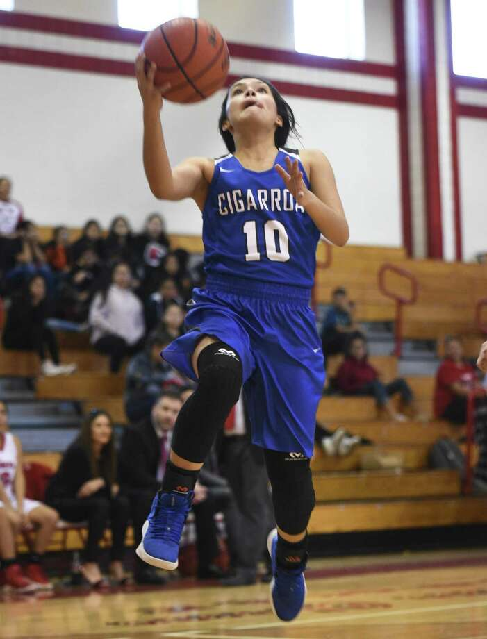 Lari Cantu led Cigarroa with a game-high 21 points. Photo: Danny Zaragoza /Laredo Morning Times / Laredo Morning Times