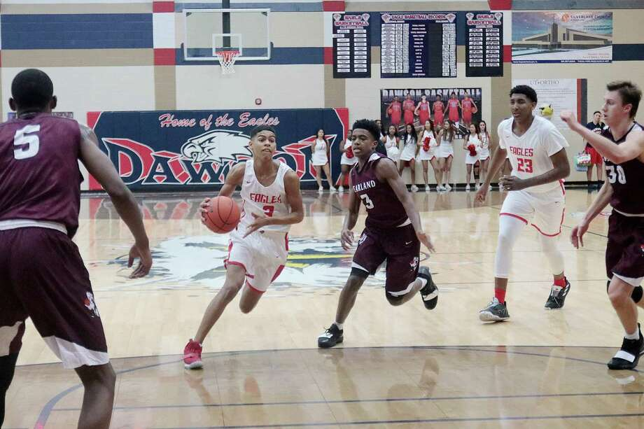 Dawson's Micah Thomas drives the lane against Pearland Friday in a District 23-6A game at Dawson High School. The Eagles won, 41-36. Photo: Pin Lim, Freelance / Contributer / Copyright Forest Photography, 2018.