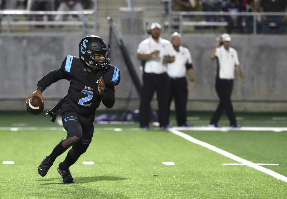 Shadow Creek quarterback Jamarian George has been selected the most valuable player on the all-District 10-5A football team. Photo: Karen Warren, Houston Chronicle / Staff Photographer / © 2018 Houston Chronicle