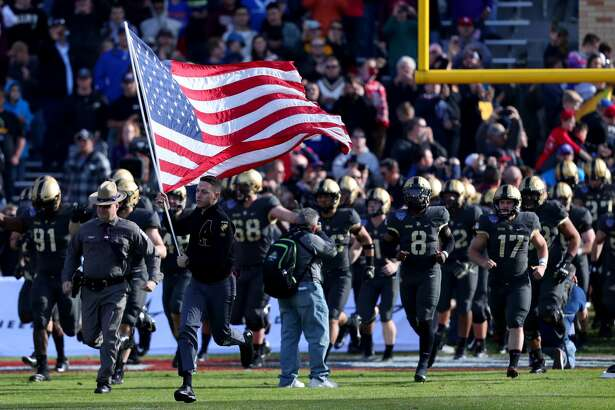FORT WORTH, TEXAS - DECEMBER 22: The Army Black Knights take the field against the Houston Cougars to start the Lockheed Martin Armed Forces Bowl at Amon G. Carter Stadium on December 22, 2018 in Fort Worth, Texas. (Photo by Tom Pennington/Getty Images)