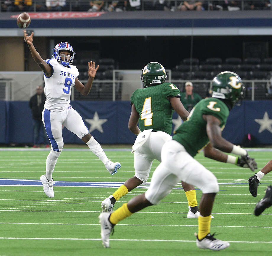 West Brook's L'Ravien Elia passes downfield against Longview during Saturday's state final Class 6A Div. II championship game at AT&T Stadium in Arlington.  Photo taken Saturday, December 22, 2018  Kim Brent/The Enterprise Photo: Kim Brent, The Enterprise / BEN