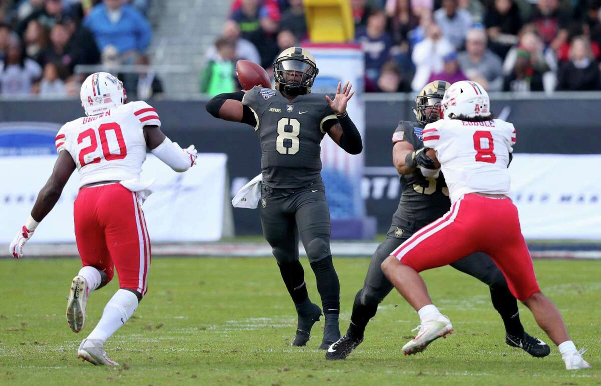 FORT WORTH, TEXAS - DECEMBER 22: DUPLICATE Kelvin Hopkins Jr. #8 of the Army Black Knights looks for an open receiver against Roman Brown #20 of the Houston Cougars in the second quarter of the Lockheed Martin Armed Forces Bowl at Amon G. Carter Stadium on December 22, 2018 in Fort Worth, Texas. (Photo by Tom Pennington/Getty Images)
