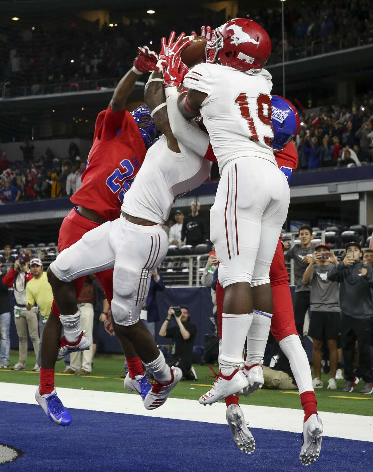 Galena Park North Shore wide receiver A.J. Carter (center) makes the touchdown catch to win the 6A Division 1 state championship on the final play against Duncanville at AT&T Stadium Saturday, Dec. 22, 2018, in Arlington, Texas. Galena Park North Shore won 41-36.