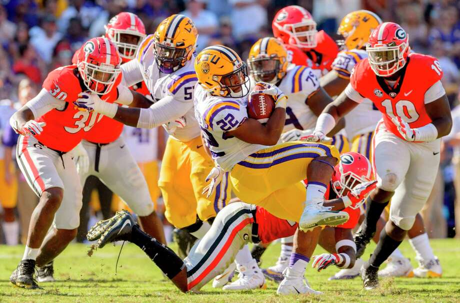 LSU running back Clyde Edwards-Helaire (22) spins around Georgia defenders  during the dcf9289eb