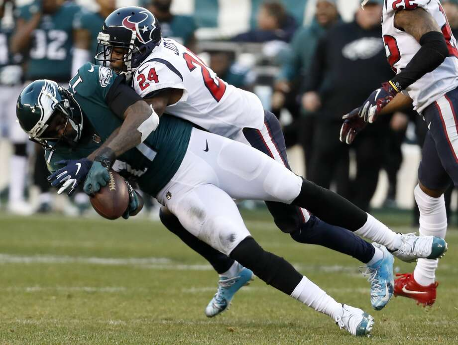 Philadelphia Eagles wide receiver Alshon Jeffery (17) pulls down a 19-yard reception against Houston Texans cornerback Johnathan Joseph (24) for a first down during the fourth quarter of an NFL football game at Lincoln Financial Field on Sunday, Dec. 23, 2018, in Philadelphia. Photo: Brett Coomer/Staff Photographer