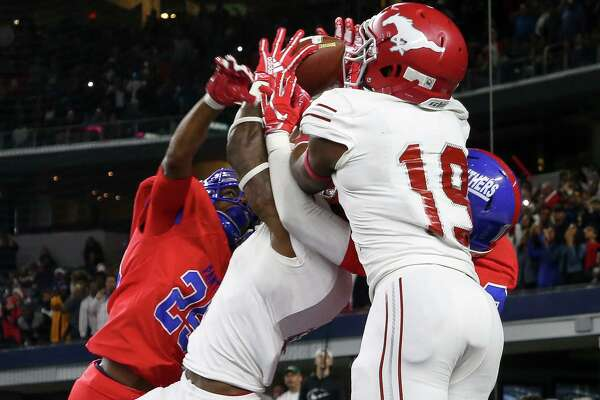 Galena Park North Shore wide receiver A.J. Carter (4) makes the touchdown catch to win the 6A Division 1 State Championship against Duncanville at AT&T Stadium Saturday, Dec. 22, 2018, in Arlington, Texas. Galena Park North Shore won 41-36.