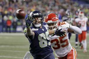 Seattle Seahawks wide receiver Doug Baldwin (89) makes a catch ahead of Kansas City Chiefs cornerback Charvarius Ward, right, during the second half of an NFL football game, Sunday, Dec. 23, 2018, in Seattle. The Seahawks won 38-31. (AP Photo/Elaine Thompson)