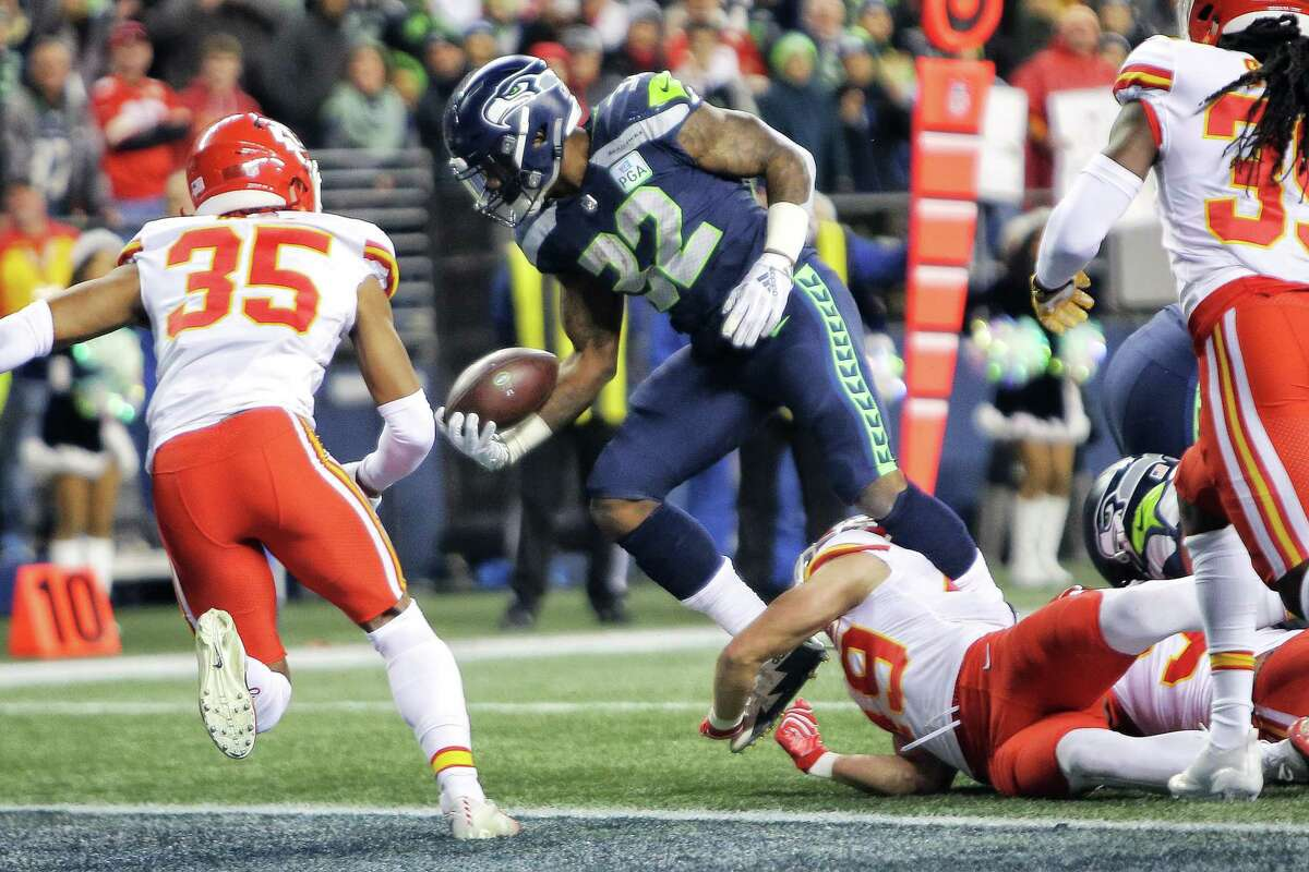 Seahawks running back Chris Carson (32) runs in a touchdown in the first quarter of Seattle's game against Kansas City, Sunday, Dec. 23, 2018.