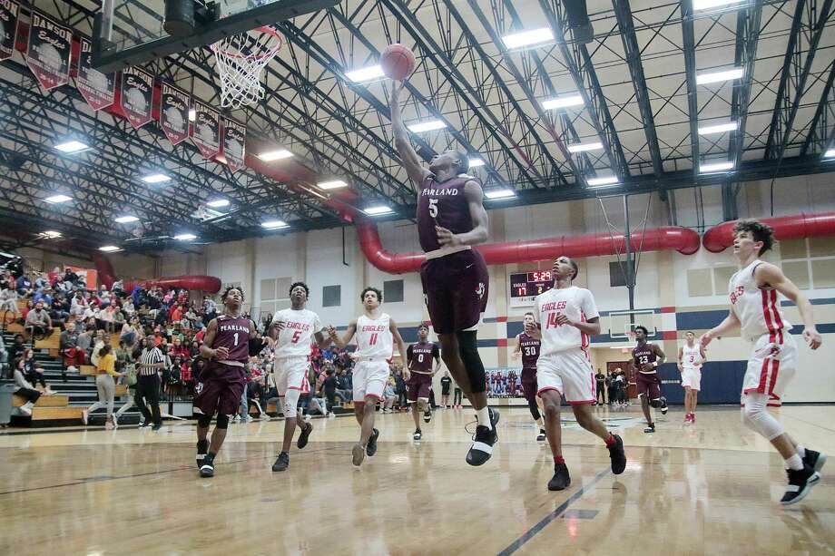 Pearland's Javon Lowery sails in for a layup against rival Dawson while the remaining nine players on the court watch the action. The Eagles defeated the Oilers, 41-36. Photo: Pin Lim, Freelance / Contributer / Copyright Forest Photography, 2018.