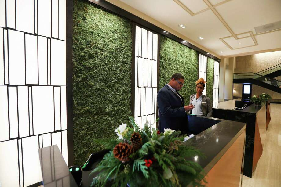 The Omni Hotel just outside Loop 610 and off of Woodway has reopened after a post-Hurricane Harvey renovation of more than $30 million. Walls of dehydrated moss sit behind copper-clad desks in the front lobby. Photo: Steve Gonzales, Staff Photographer / © 2018 Houston Chronicle
