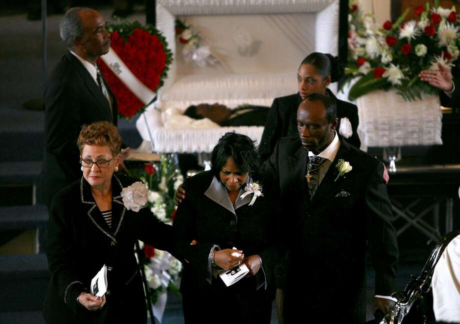 Wanda Johnson (center) is escorted from her son's coffin during his funeral at Palma Ceia Baptist Church in Hayward in 2009. Photo: Justin Sullivan / Getty Images 2009