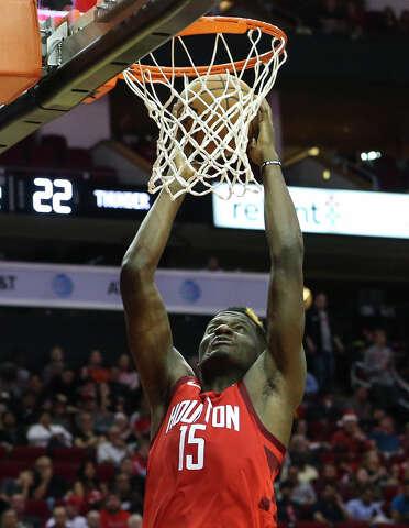 63380292aafe  p Houston Rockets center Clint Capela (15) does a slam dunk during
