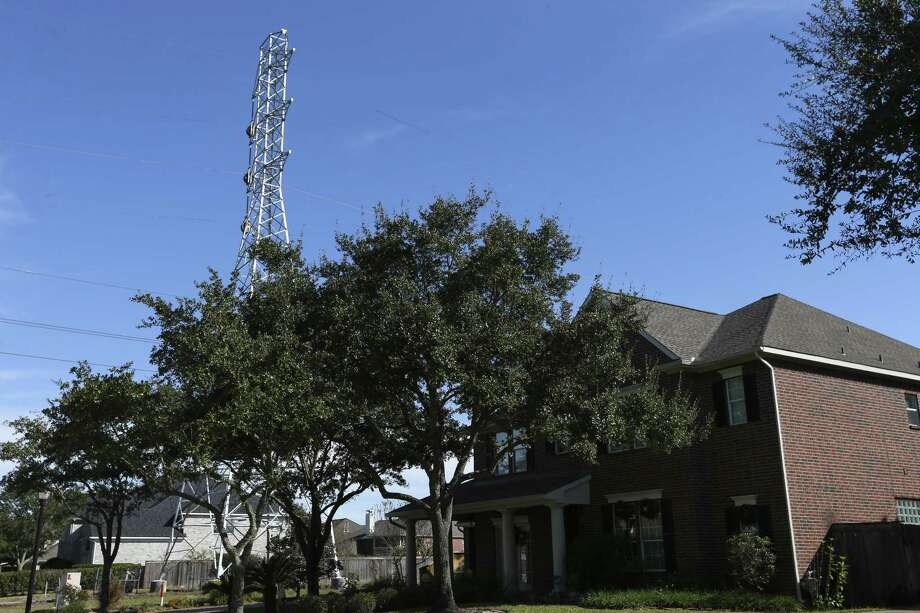 A CenterPoint Energy electricity tower, which was put up the past summer, is right outside of Jennifer and Dean Zebak's house in the Silverlake neighborhood near Pearland. Photo: Yi-Chin Lee, Houston Chronicle / Staff Photographer / © 2018 Houston Chronicle