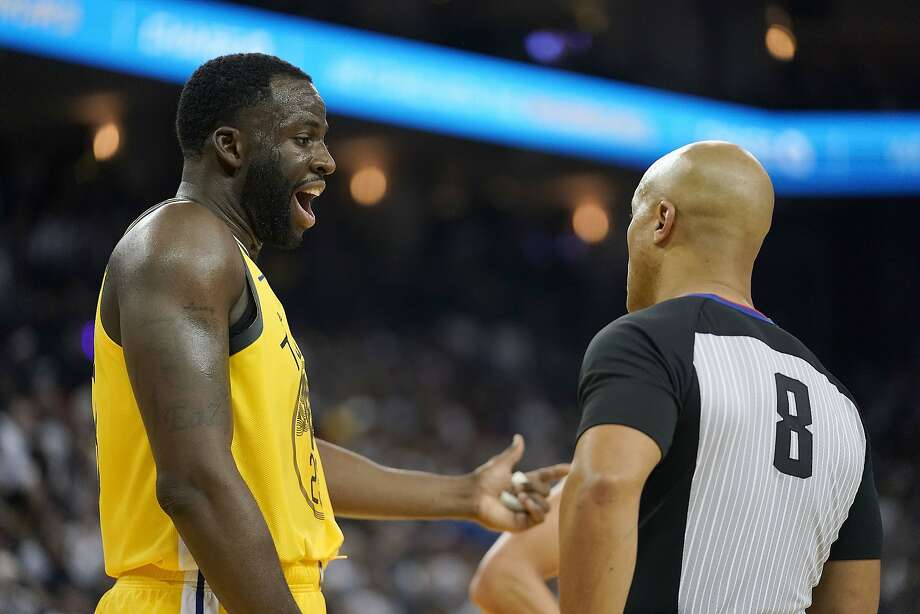 Golden State Warriors forward Draymond Green (23) argues with referee Marc Davis (8) during the first half against the Los Angeles Lakers in an NBA basketball game Tuesday, Dec. 25, 2018, in Oakland, Calif. Photo: Tony Avelar / Associated Press