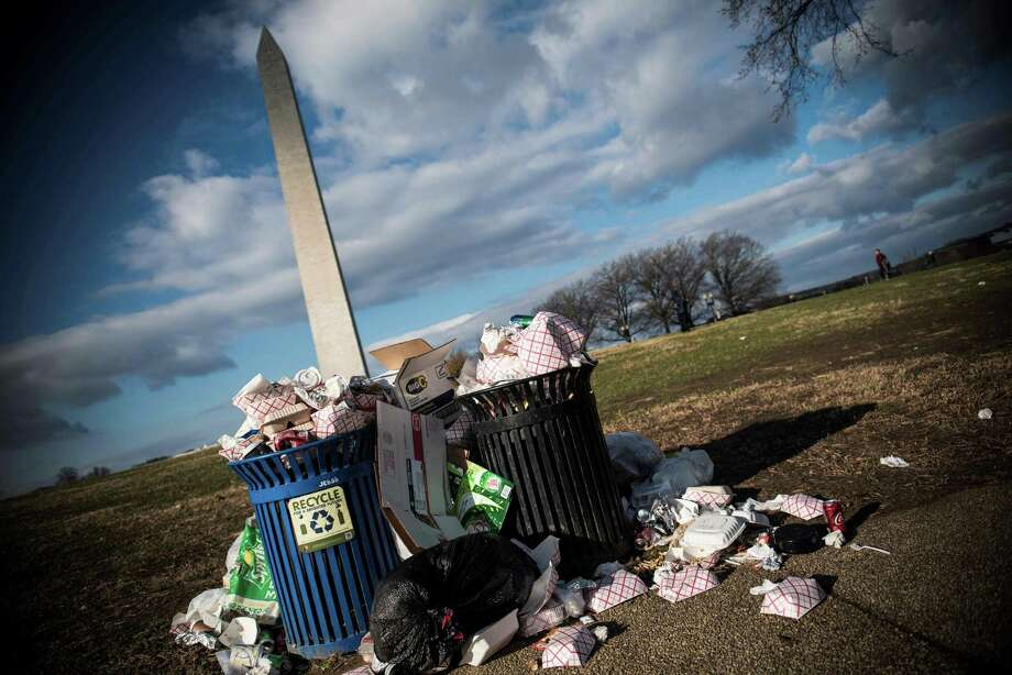 Trash litters the National Mall in D.C. as the government shutdown continues — disrupting services, and hurting Americans and the economy. Photo: Eric Baradat / Getty Images / AFP or licensors