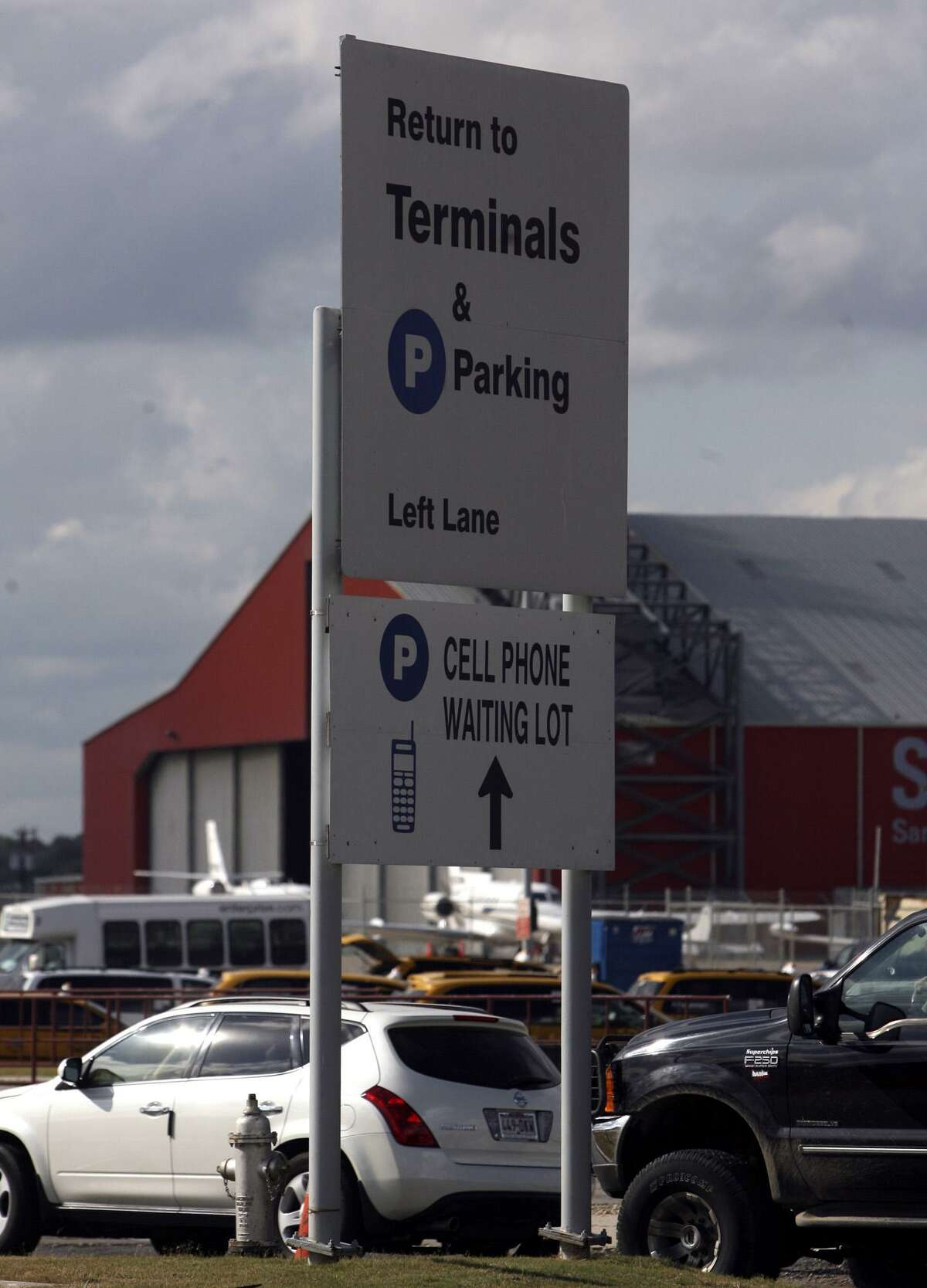 The free cellphone waiting lot at the San Antonio airport came at a price for one reader.