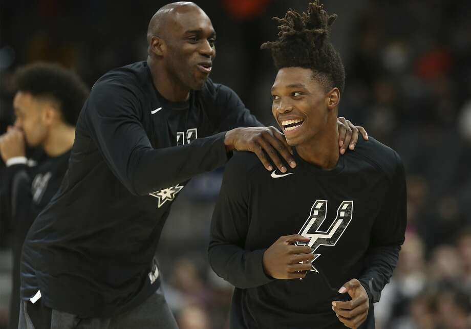 Spurs' Quincy Pondexter (left) welcomes teammate Lonnie Walker IV (right) on the floor during warm ups before the game against the Denver Nuggets at the AT&T Center on Wednesday, Dec. 26, 2018. (Kin Man Hui/San Antonio Express-News) Photo: Kin Man Hui, San Antonio Express-News