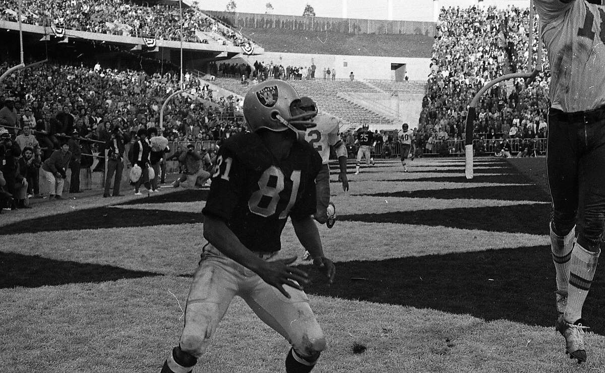 Oakland Raiders wide receiver Warren Wells (81) tries to catch up with an errant pass, January 4,1969