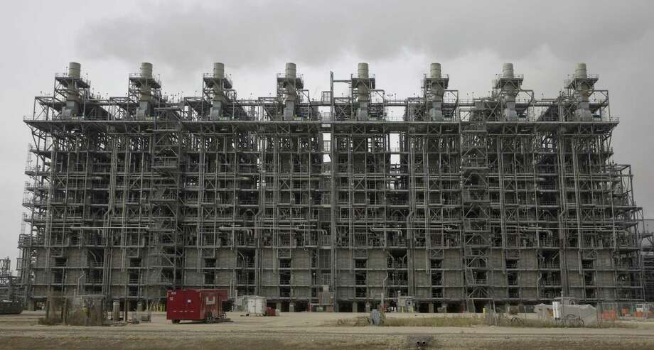 The back-furnances at Chevron Phillips Chemical's newest world-scale cracker unit at Cedar Bayou Plant on Tuesday, Dec. 18, 2018, in Baytown. The unit has eight furnances. It took five years to build this unit, which opened in early 2018. The company now has announced another major project on the Gulf Coast in partnership with Qatar Petroleum. NEXT: See the world's largest refineries.  Photo: Yi-Chin Lee, Houston Chronicle / Staff Photographer / © 2018 Houston Chronicle