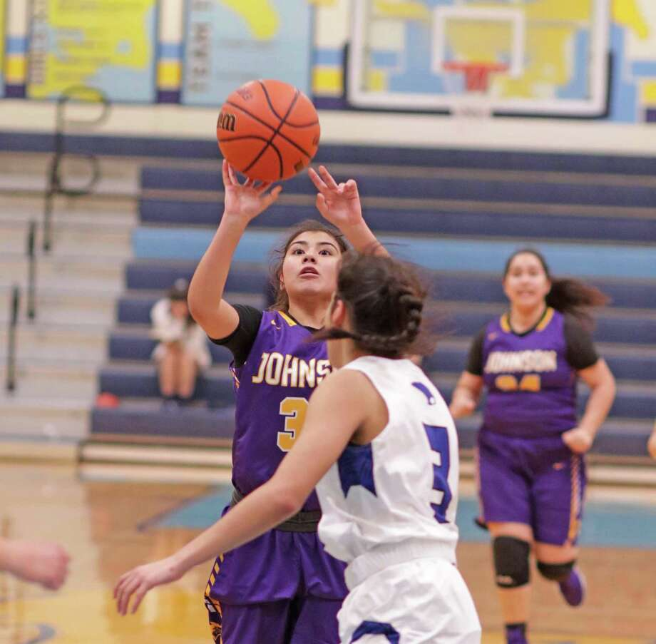 Amber Castillo and LBJ dropped two games Thursday at the McAllen House of Pain Tournament. Photo: Clara Sandoval /Laredo Morning Times