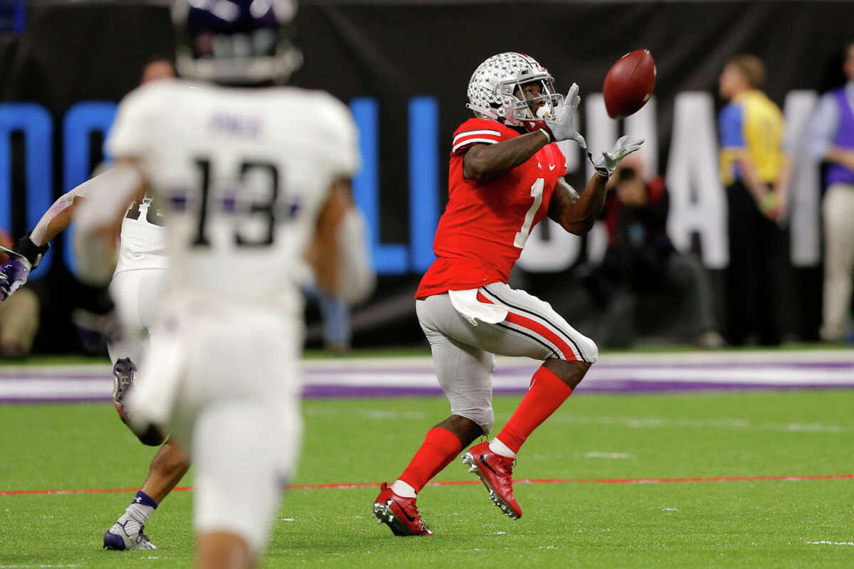 Passing offenseThe Buckeyes have one of the best passing offenses in the country, period. With Heisman finalist Dwayne Haskins under center, they rank second in the country behind Washington State, averaging 373 yards per game. Haskins has also thrown for three or more scores in nine games this season. On the other side of the ball, the Jake Browning and the Huskies sit at just 232.5 yards per game with 18 touchdowns on the year. While Browning attempted 334 passes to Haskins' 496, the completion percentage still favors the latter: the Buckeyes signal caller connected on 70.5 percent of his throws, while Browning comes in behind with a still respectable 65 percent. Clearly, Ohio State holds the edge here. They've sliced opponents up all year, and will like try and do the same in this game. Fortunately for the Dawgs though, passing isn't the whole game. (Photo by Jeffrey Brown/Icon Sportswire via Getty Images)