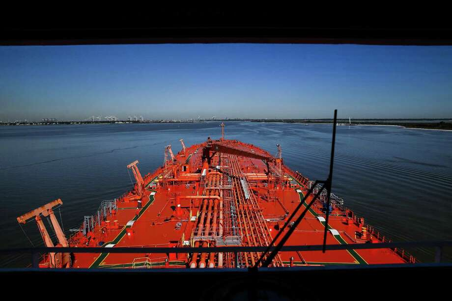 The Bergitta, a crude oil tanker, heads up the Houston Ship Channel Friday, Nov. 2, 2018, in Houston. Photo: Michael Ciaglo, Houston Chronicle / Staff Photographer / Michael Ciaglo