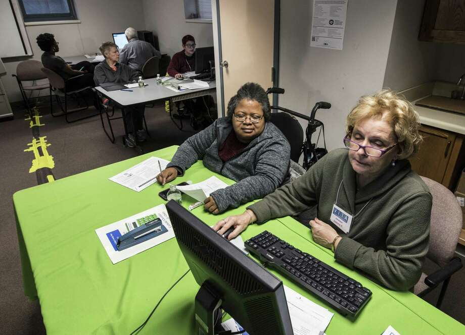 Those whose household incomes are under $55,000 can get free tax help at a Middletown Volunteer Income Tax Assistance site. Photo: File Photo / 20042821A