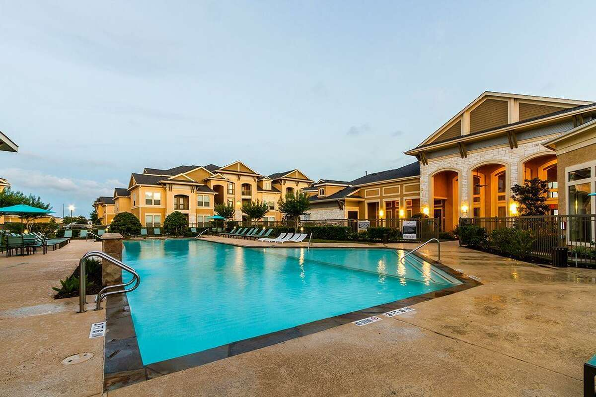 Ilan Investments has purchased Dolce Living Rosenberg, a 324-unit apartment complexat 7145 Reading Road in Rosenberg. Institutional Property Advisors represented the seller, Dolce Living, and procured the buyer.